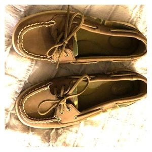 Sperrys size 7 with camouflage accents nwot